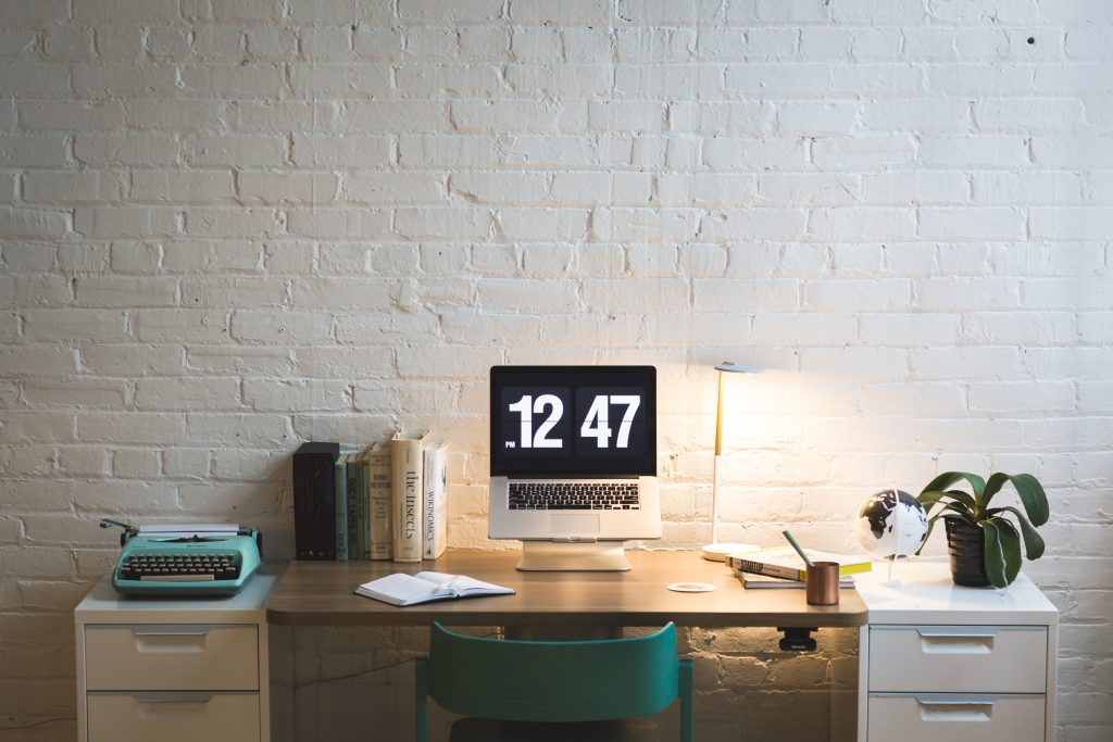 The Designer's Desk: How to set up one at home?